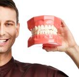 Blindes glückliches Lächeln großer Zähne Zahnarztdoktors Stockfotos