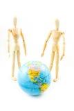 Blindes hölzernes mit Weltkarte auf weißem Hintergrund Lizenzfreie Stockfotos