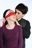 blindfold влюбленность игры пар Стоковое Изображение RF