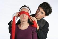 blindfold влюбленность игры пар Стоковое фото RF