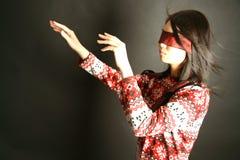 Blindfold da portare della ragazza fotografie stock libere da diritti