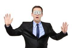 Blindfoldman confuso con un billete de banco en el suyo Fotos de archivo libres de regalías
