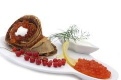 Blini mit rotem Kaviar Stockbilder