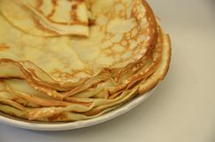 blini Pancake russi saporiti sulla tavola bianca Fine in su Immagine Stock Libera da Diritti