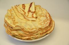 blini Pancake russi saporiti sulla tavola bianca Fine in su Fotografie Stock Libere da Diritti
