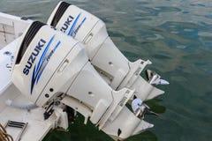 Bliźniak 300 HP Suzuki Cztery uderzenie Outboard silnika Fotografia Royalty Free