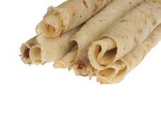 Blinis ou crêpes roulés fraîchement cuits au four d'isolement photographie stock libre de droits