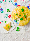 Blinistorte mit dem Zitronenklumpen Lizenzfreie Stockfotografie
