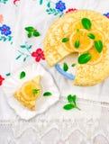 Blinistorte mit dem Zitronenklumpen Stockfoto