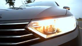 Blinkande billykta på bilen arkivfilmer