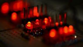Blinken LED auf einem Test PWB stock video footage