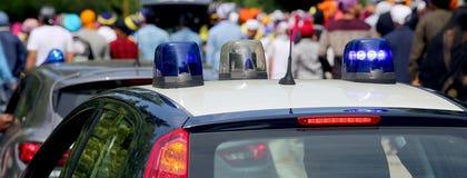 Blinkende Sirenen der Polizeiwagen in der Stadt Lizenzfreies Stockbild