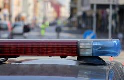 Blinkende Sirenen des Polizeiwagens am Kontrollpunkt Lizenzfreie Stockfotografie