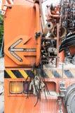 Blinkender Pfeil auf der Rückseite des alten elektrischen Service-LKWs Stockfotografie