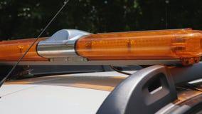 Blinkendes gelbes warnendes lightbar am Sicherheitsauto stock footage