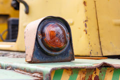 Blinkerindikator einer alten Gabelstaplernahaufnahme Lizenzfreie Stockfotos
