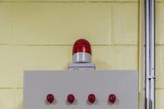 Blinklicht auf Wand in der Leitstelle Stockfoto