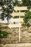 Blinklicht Hölzerner Signpost Lizenzfreies Stockfoto