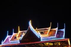 Blinklichter auf dem Dachtempel Stockfoto