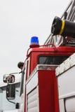 Blinklichter im Löschfahrzeug - großes rotes russisches Feuerkampffahrzeug Lizenzfreie Stockfotos