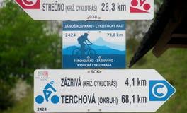Blinklichtpfeil für bycicle Weg Stockbilder