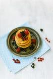 Bliny z miodem dla śniadania Fotografia Royalty Free