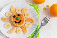 Bliny z owoc dla dzieci Odgórny widok Zdjęcie Stock
