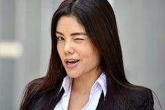 Blinzeln der attraktiven Geschäftsfrau Stockfotos