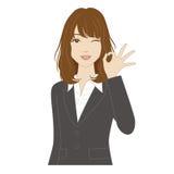 Blinzeln der Frau mit okey Zeichen Lizenzfreies Stockfoto