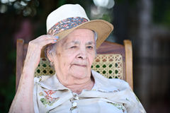 Blinzeln der Großmutter Stockfotos