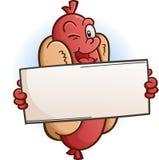 Blinzeln der Hotdog-Zeichentrickfilm-Figur, die ein leeres Zeichen hält Lizenzfreie Stockfotografie