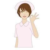Blinzeln der Krankenschwester, die mit OKAYzeichen aufwirft Lizenzfreies Stockbild