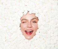 Blinzeln der vorbildlichen Aufstellung im mashmallow Lizenzfreie Stockbilder