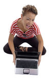 Blinzeln des schönen Baumusters mit Laptop Stockfotos