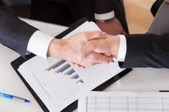 blisko businessoffer transakcji biznesowej każdego wielki wita ręce może wstrząsnąć inni dwóch pracy Zdjęcie Stock