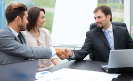 blisko businessoffer transakcji biznesowej każdego wielki wita ręce może wstrząsnąć inni dwóch pracy Obraz Stock