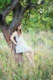 blisko drzewnych kobiet zdjęcia royalty free