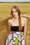 blisko stojaków młodych dziewczyny piękny smokingowy haysta Obrazy Stock