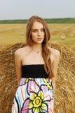 blisko stojaków młodych dziewczyny piękny smokingowy haysta Obraz Stock
