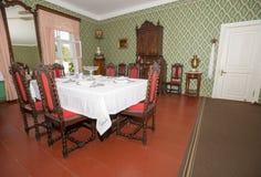 blisko sztućce bang szkła okrągłego stołu w pokoju Zdjęcie Royalty Free