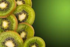 blisko tła owoce kiwi wolny biały się nad Zdjęcie Stock