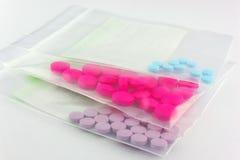 Blister della compressa della medicina nell'erogazione del sacchetto di plastica Immagini Stock Libere da Diritti