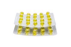 Blisterpackungen mit gelben Pillen auf einem hellen Hintergrund Lizenzfreie Stockfotos