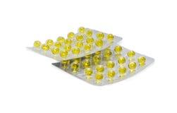 Blisterpackungen mit gelben Pillen auf einem hellen Hintergrund Lizenzfreies Stockfoto