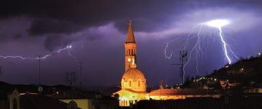 Blitz über alba, Norditalien. Stockfotos