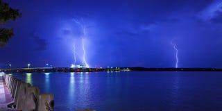 Blitz über Brücke Lizenzfreies Stockbild