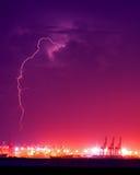 Blitz über dem Behälter-Kanal Lizenzfreie Stockbilder