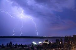 Blitz über dem Fluss 9 Stockfotografie