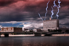 Blitz über dem Haus Stockfoto