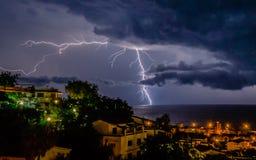 Blitz über dem Meer Lizenzfreie Stockfotografie